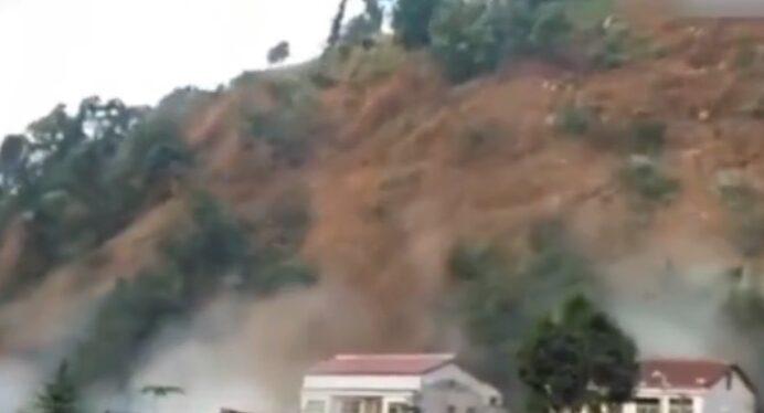 陝西鎮巴縣大面積山體垮塌 已形成堰塞湖(視頻)
