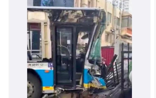 北京公交車衝入居民區 1死4伤