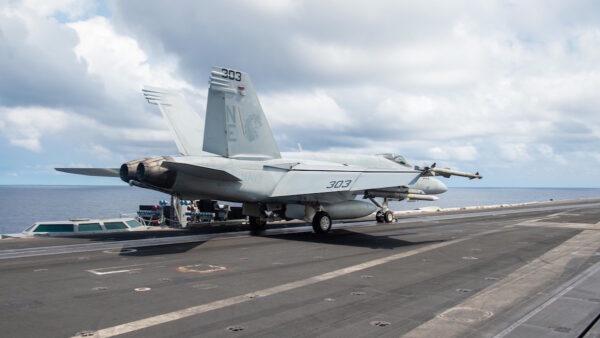 沈舟:美军航母进南海 热点再升温