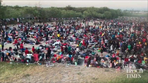 數千非法移民湧入德克薩斯州