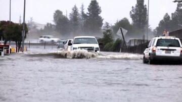 风暴降雨持续 气象局: 南加慎防泥石流