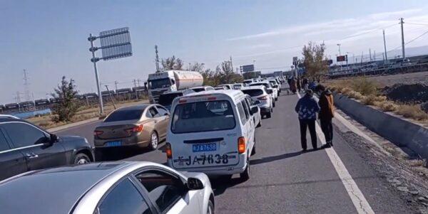 新疆伊犁州爆疫情 交通全面暂停 游客不得离开