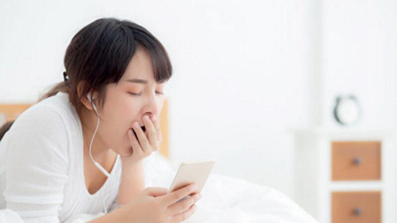 熬夜再补眠就好?研究:连熬10天睡饱一周难补回