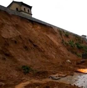山西洪灾。山西平遥古城多处墙体坍塌。(视频截图)