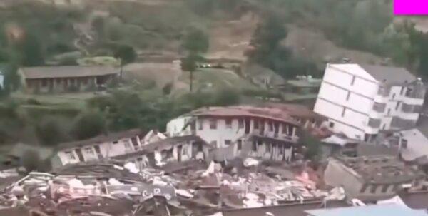 甘肅靈台縣山體滑坡 樓房倒塌波及172戶(視頻)
