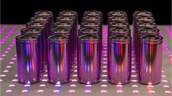 新发明固态电池 储能更多且不会起火