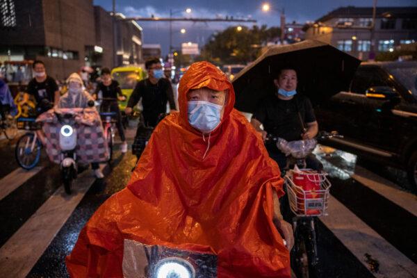 北京水灾酿险情 部分公交、火车停摆