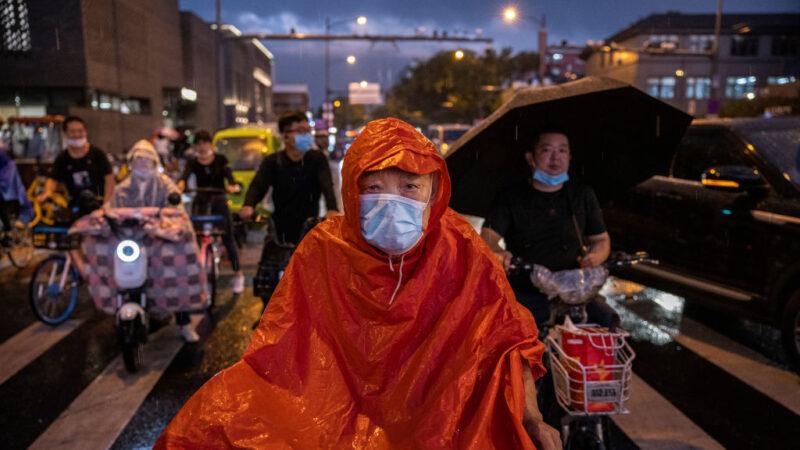 北京水災釀險情 部分公交、火車停擺