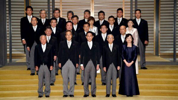 岸田文雄新内阁亮相 经济安保与抗中路线是焦点