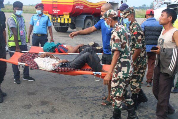 尼泊尔大巴士山区坠崖 至少28人罹难