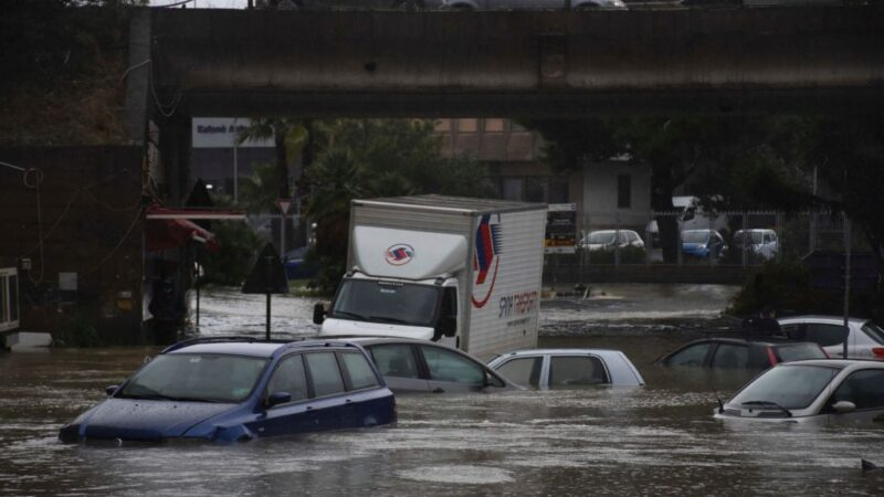 地中海颶風回馬槍 意南街道汪洋一片兩人喪命