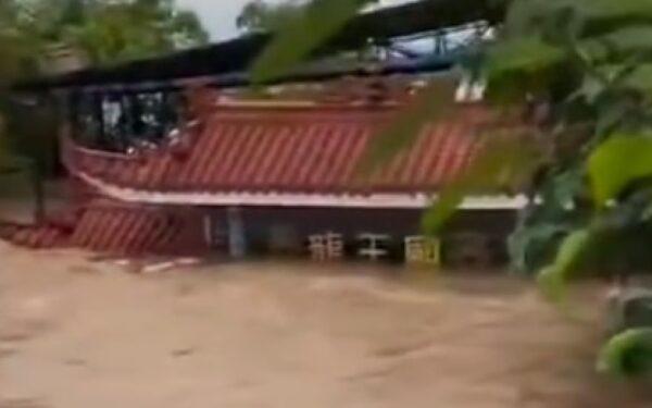10月6日,四川南充上演现实版大水冲龙王庙。(视频截图)