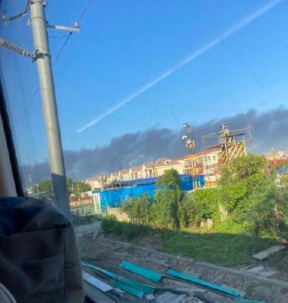 上海火災。10月4日,上海市松江區一企業發生火災,濃煙滾滾。(網絡圖片)